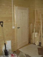 namontované zárubně a dveře
