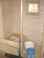 zaklápění záchodové stěny