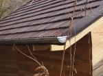 hotová střecha ze staré krytiny i s okapem