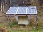 fotovoltaické kolektiry zatím provizorně umístěné na zahradě, výkon je 3x180 W na 24 V c měničem na 220 V