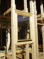 montáž oken na turbošrouby a potom vypěnění PUR pěnou, ekologická alternativa je zalištování z jedné strany, vycpání ovčí vlnou a potom uzavření lištou z druhé strany