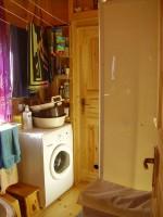 vybavení je normální, žádná jeskyně-automatická pračka a sprchový box