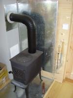 topení v domě je lokálními kamny Jøtul F 602 CB 8 kW