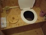 no a náš pilinový záchod bez splachování a separace moči