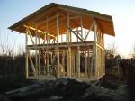 dřevěnou kostru, bez použití kovových prvků, postavili tesaři za 154 000 kč