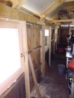 vyztužení stěn sloupky a podepření pozednicových trámů